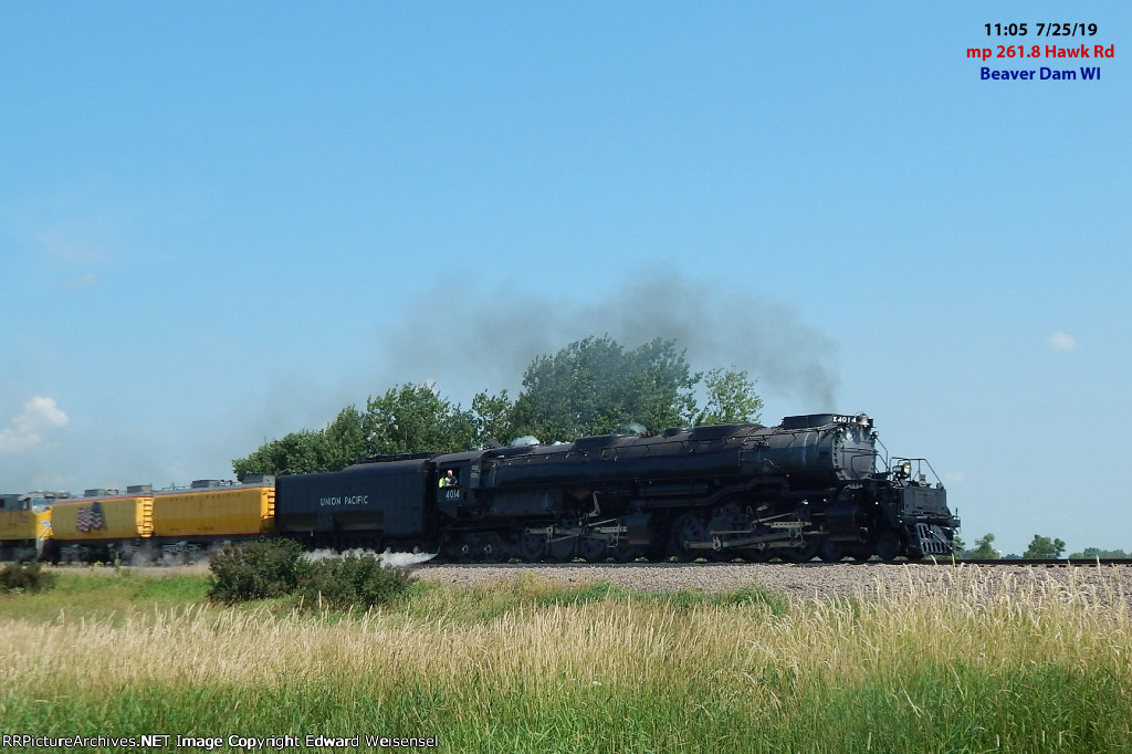 Big Boy eastbound south of Beaver Dam on its summer Midwest tour